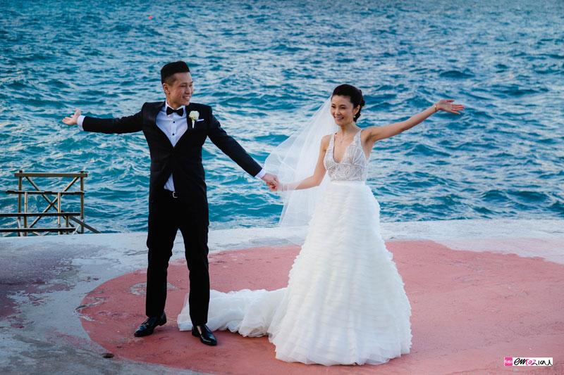 destination-wedding-photographer-italian-riviera-santamargheritaligure-bride-groom-beach