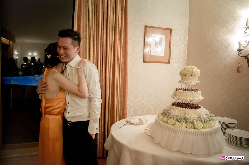 destination-wedding-photographer-italian-riviera-santamargheritaligure-weddingcake
