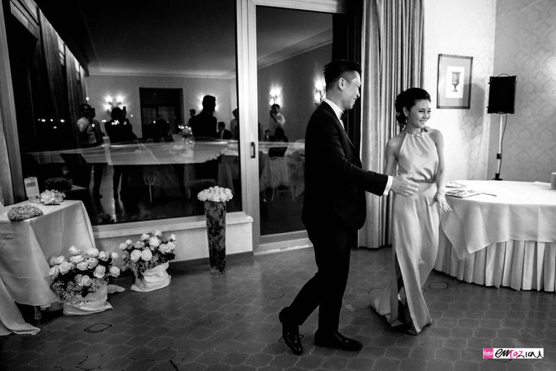 destination-wedding-photographer-italy-santamargheritaligure-miramare-weddingdance
