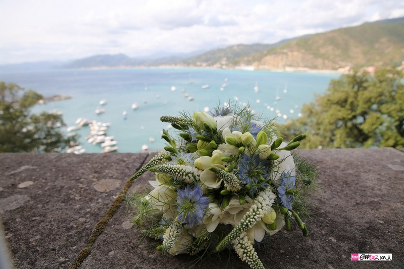 destination-wedding-photographer-italy-sestrilevante-grandhoteldecastelli-flowers-bouquet