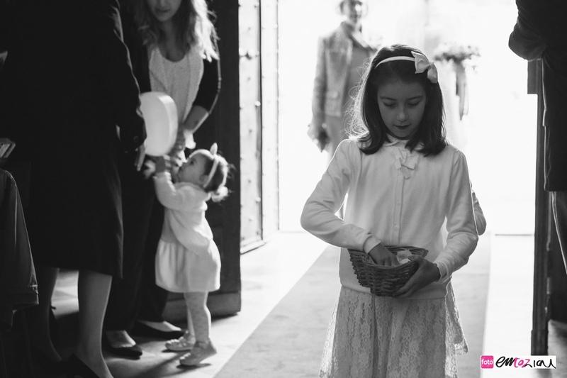 fotografo-matrimonio-ingresso-damigella-casanova-rovegno