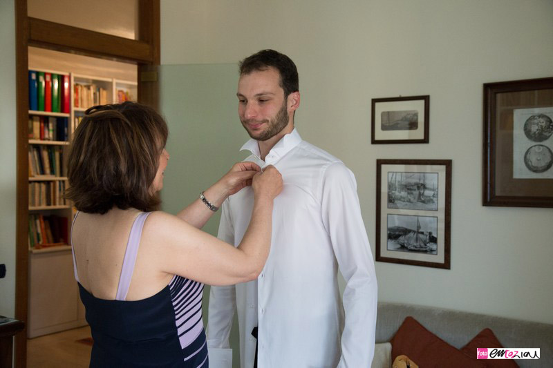 fotografo-matrimonio-lavagna-groom-getting-ready-sposo