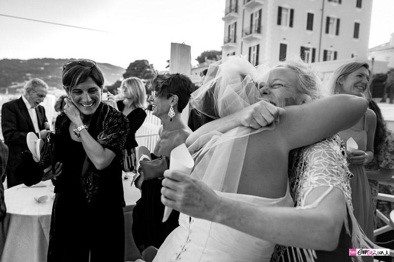 foto-matrimonio-spotorno-bagnisirio-abbracci (4)